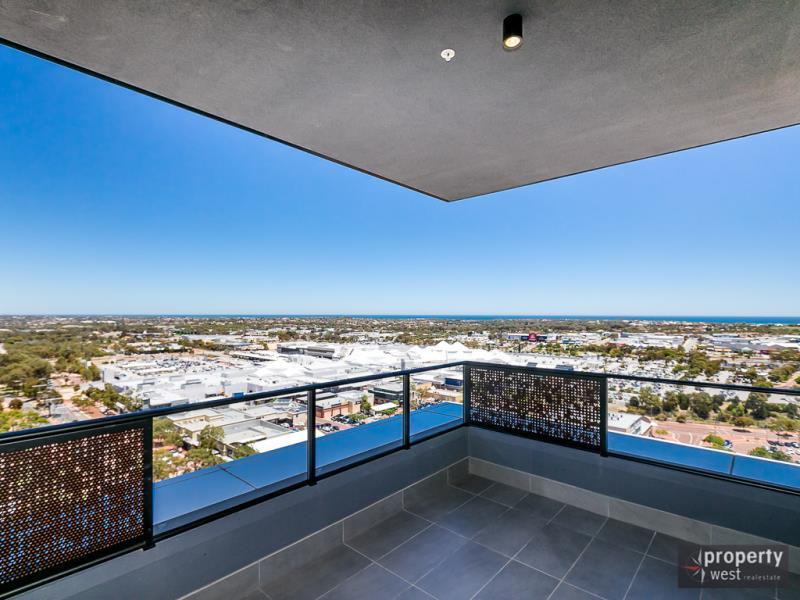 LIVING THE HIGHLIFE - TOP FLOOR APARTMENT