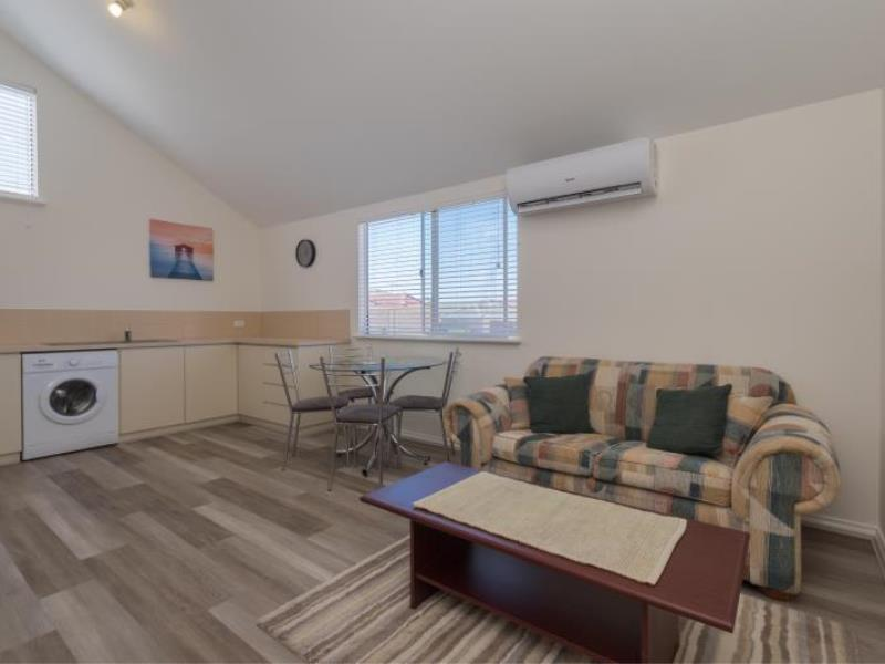 FULLY FURNISHED STUDIO AVAILABLE NOW!