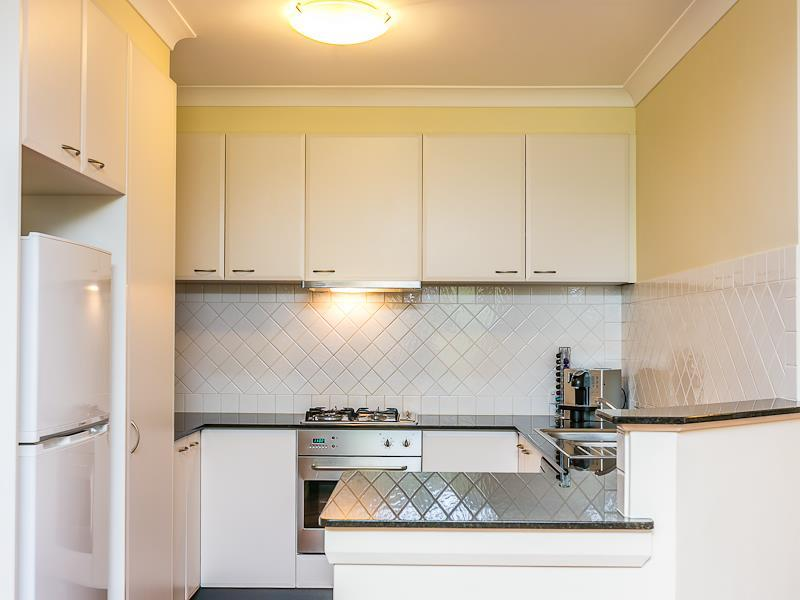 GROUND FLOOR APARTMENT AVAILABLE MID APRIL!