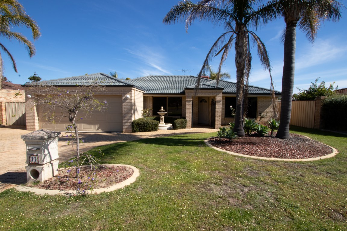 Large family home in superb location!
