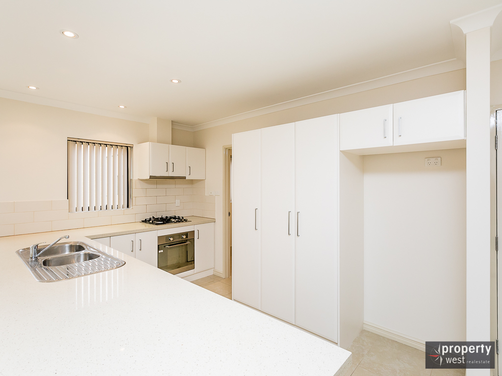 CENTRAL APARTMENT IN FANTASTIC CONDITION AVAILABLE NOW!