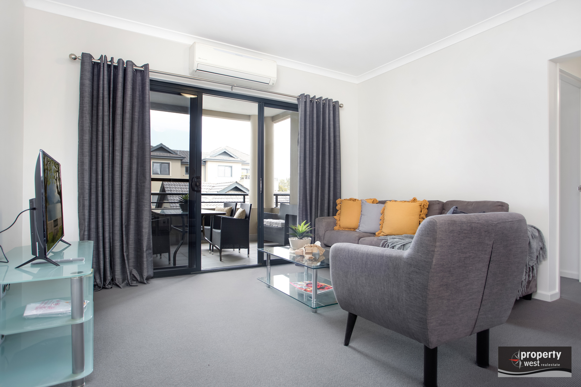 STUNNING FURNISHED APARTMENT AVAILABLE NOW!