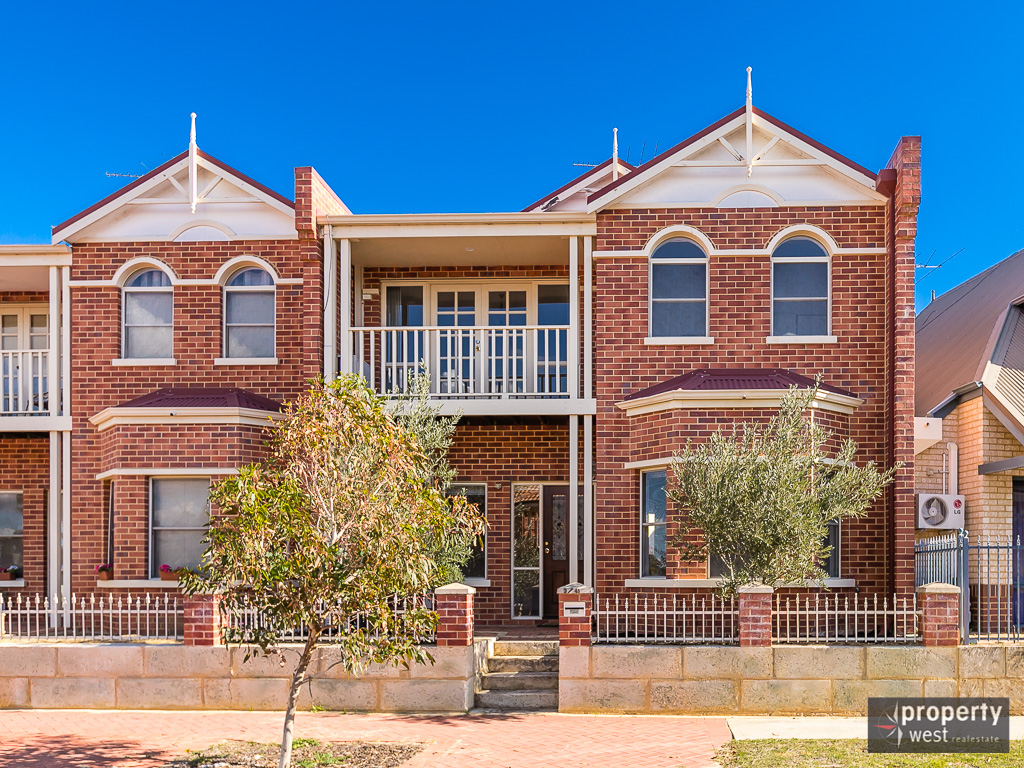 SUPERB TOWNHOUSE IN A GREAT LOCATION!