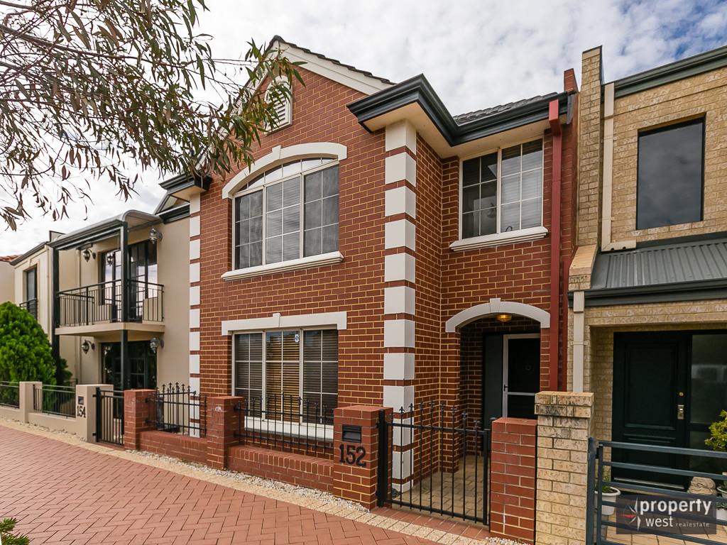 JUST REDUCED - QUALITY 3 X 2 TOWNHOUSE
