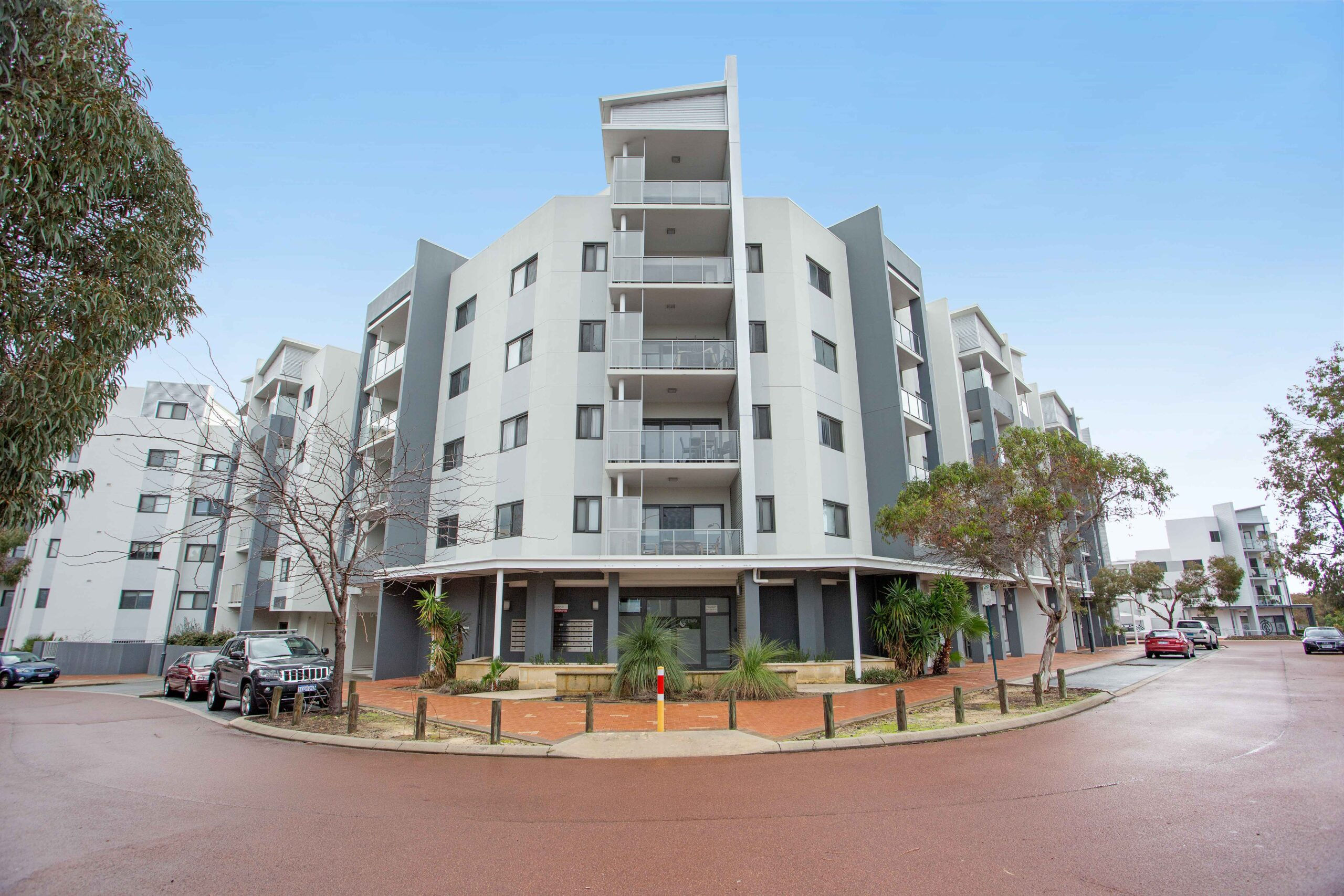 GREAT 3 X 2 APARTMENT IN THE HEART OF JOONDALUP !!!