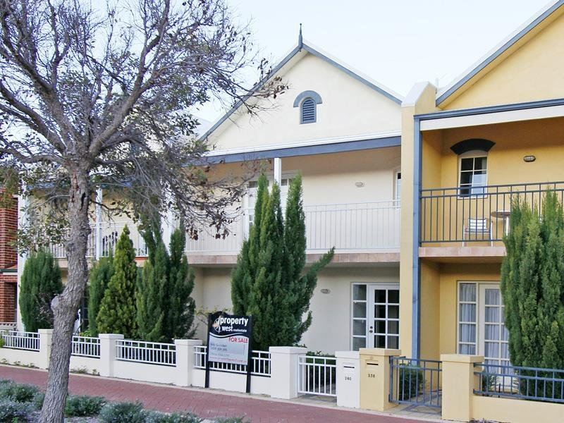 Trendy townhouse in central Joondalup!